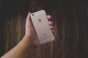 iPhoneをケース無しで使いたい!つけない派は本当にケースは不要なのか?